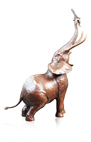 Medium Elephant Bull Trumpet by Michael Simpson
