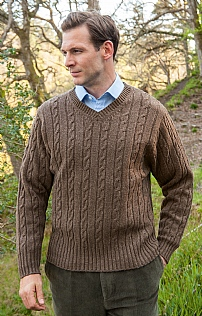 Lambswool Cable V Neck